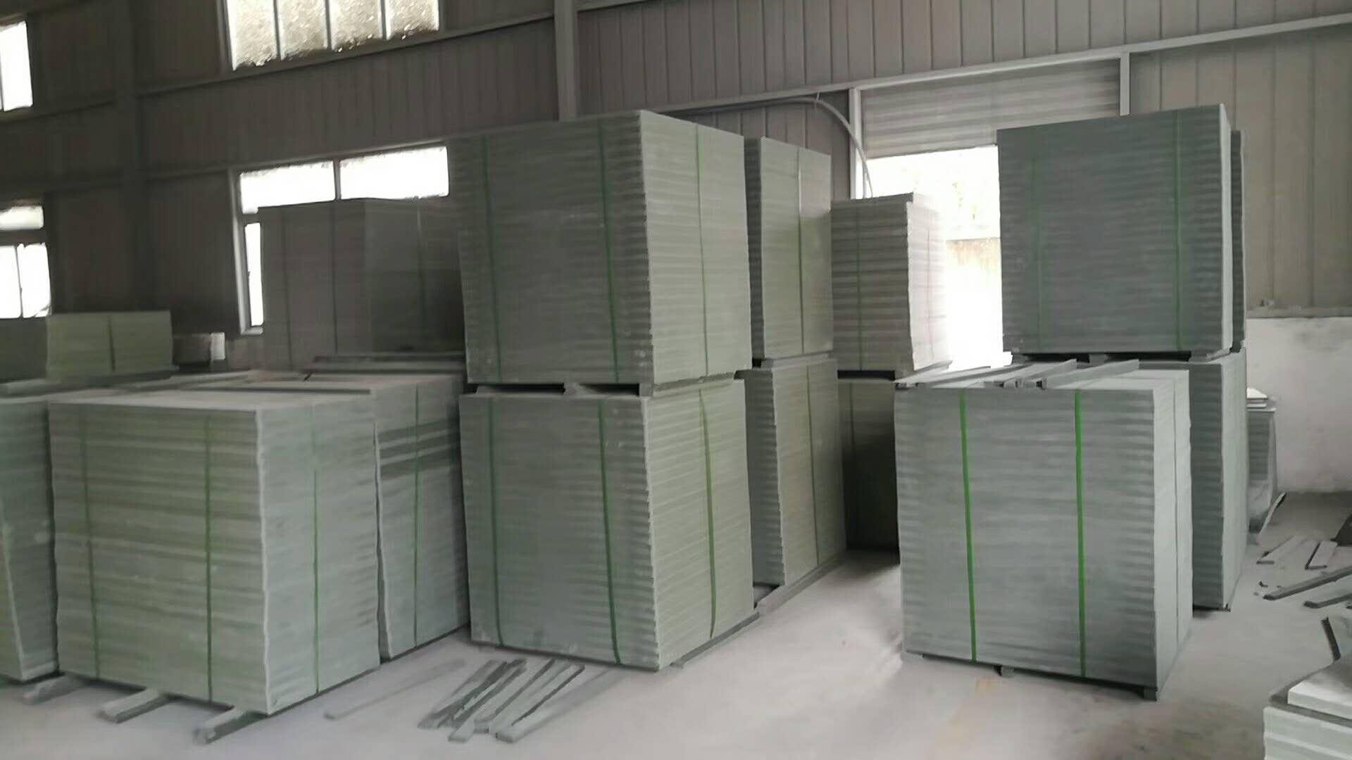 萍乡塑料PVC砖机托板准备装车发货